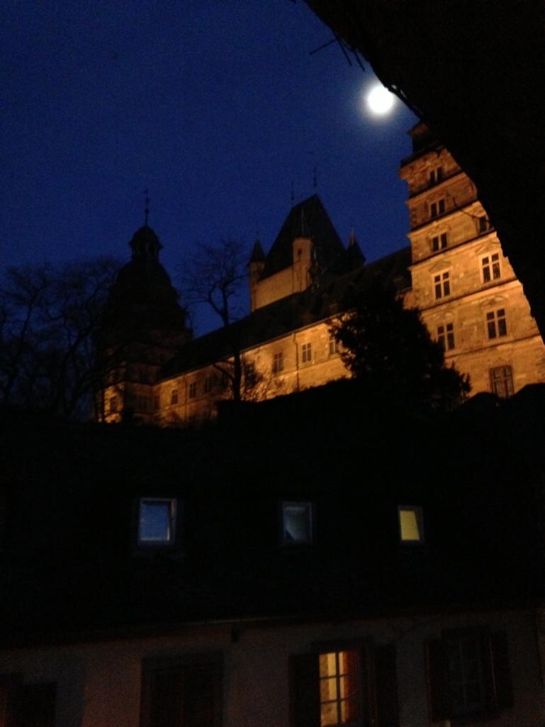 Mond über Aschaffenburg.